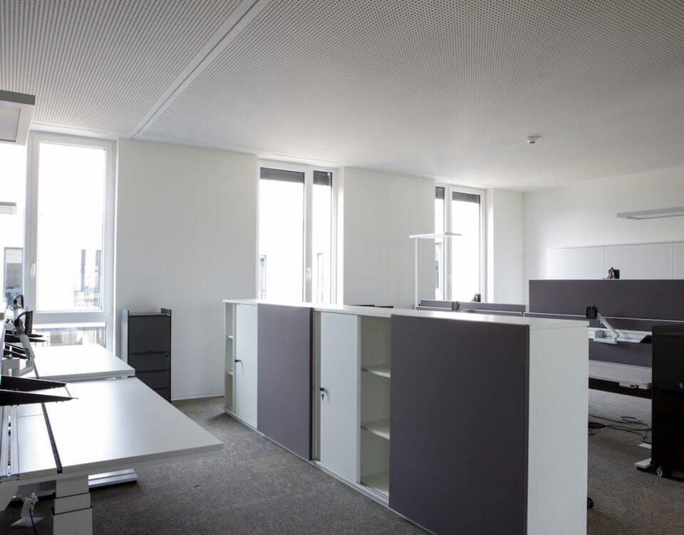 Büro Möbel in einem Büro mit viel Licht