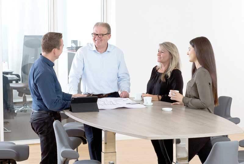 Büroplan Team mit höhenverstellbaren Tischen